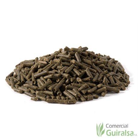 Alfalfa granulada limpia materia prima marca Agroveco - Guiralsa
