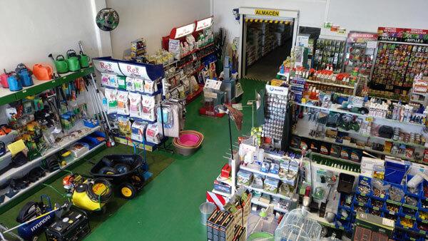 Exposición y pasillo de la tienda Comercial Guiralsa